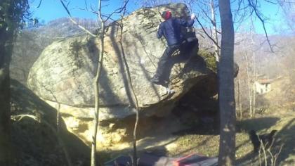 Salewa Firetail 3 GTX su un boulder con grado 6b