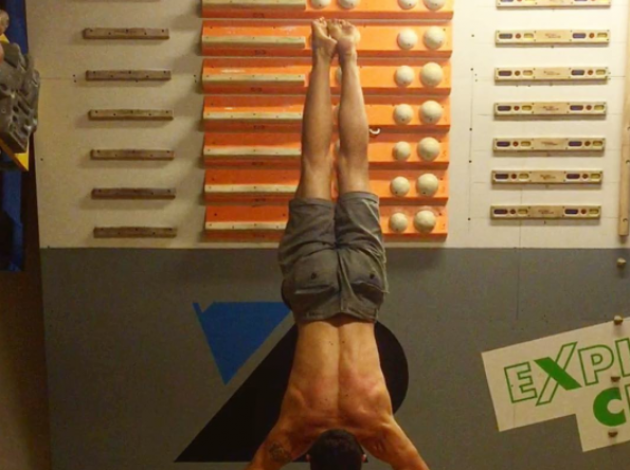 Manuele Macagno - Japanese Handstand